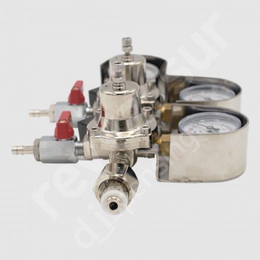 Regulador de presión CO2 doble espiga con protección. Reyvarsur, soluciones en dispensación bebidas embarriladas, cerveza, vino, sidra o agua.