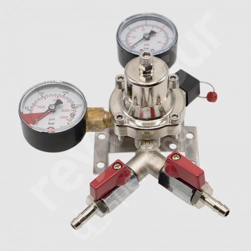 Regulador de presión CO2 simple dos salidas con latiguillo. Reyvarsur, soluciones en dispensación bebidas embarriladas, cerveza, vino, sidra o agua.