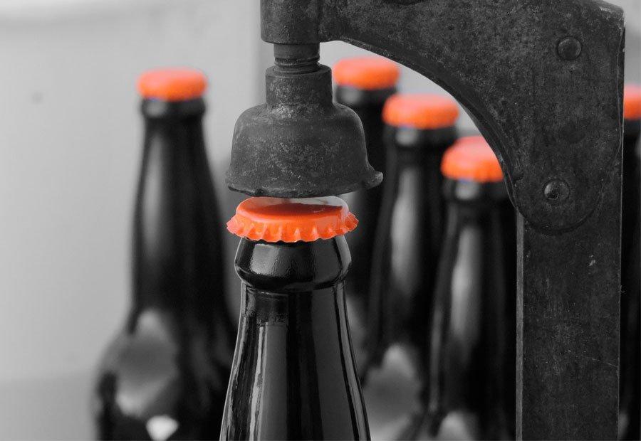 Cómo envasar la cerveza en botella o barril. Reyvarsur todo en instalaciones para cerveza, sidra, vino, soda y agua. Tienda online, visítanos.